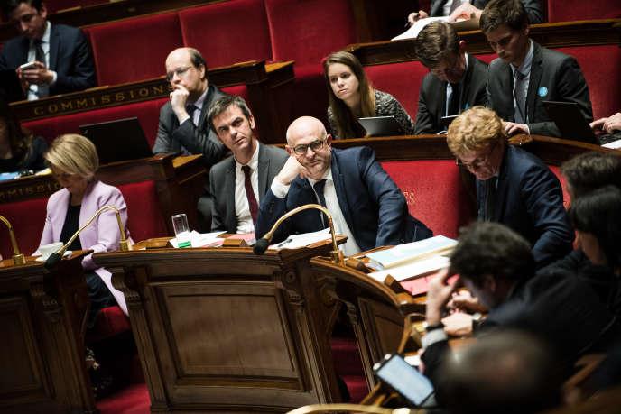 Le ministre des Solidarités et de la Santé, Olivier Véran, et le Secrétaire d'Etat auprès du ministre de la Santé et des Solidarités, chargé des Retraites, Laurent Pietraszewski, à l'Assemblée nationale le 17 février.