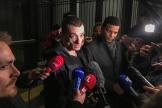 Piotr Pavlensky, accompagné de son avocat Yassine Bouzrou, à sa sortie du Tribunal de Paris après sa mise en examen, mardi 18 février.