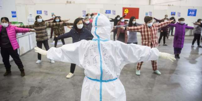 Coronavirus: le bilan approche 1900 morts, les grands groupes craignent un coup de frein économique