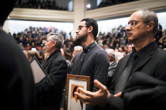 Après le crash d'un avion d'Ukraine International Airline à Téhéran, la communauté iranienne se recueille à Toronto, le 12 janvier.
