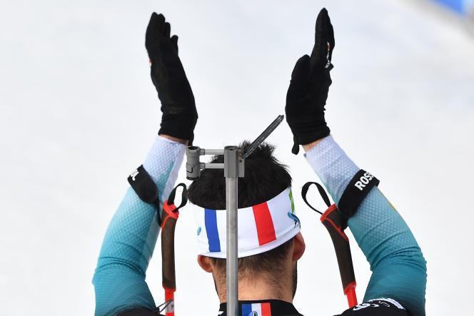 Martin Fourcade applaudit après son succès aux championnats du monde de biathlon d'Antholz-Anterselva, en Italie, mercredi 19 février.