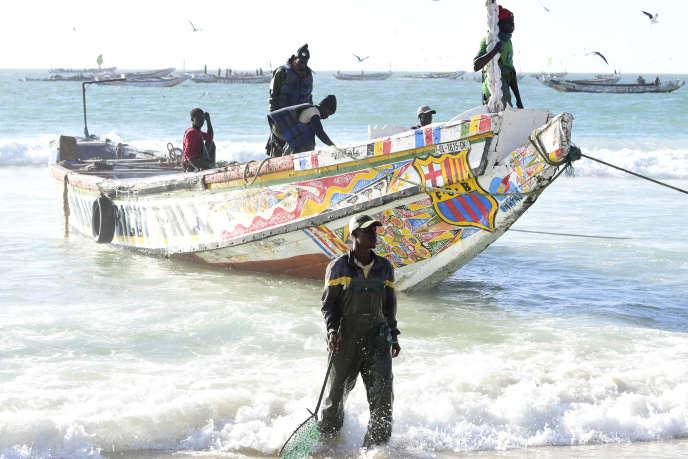 Une pirogue de pêche sénégalaise dans le port de Nouakchott, en janvier 2019.