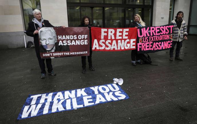 Julian Assange, ses avocats et ses soutiens tenteront de faire échec, à partir de lundi 24février, à la demande américaine d'extradition.