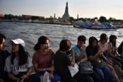 À bord du ferry traversant la rivière Chao Praya, à Bangkok, le 17 février.