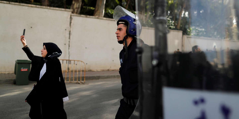 Algérie: les réseaux sociaux, caisse de résonance et mémoire collective du Hirak