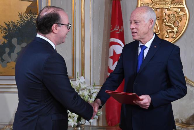 Le premier ministre tunisien Ilyes Fakhfakh (à gauche) et le chef de l'Etat Kaïs Saïed au palais présidentiel de Carthage, le 19 février 2020.