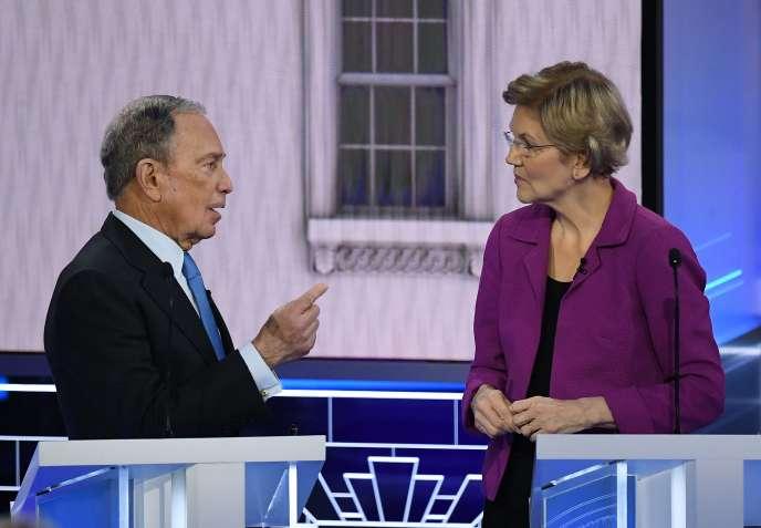 Les candidats à la primaire démocrate Michael Bloomberg et Elizabeth Warren lors d'une pause, durant le débat du 19 février à Las Vegas.