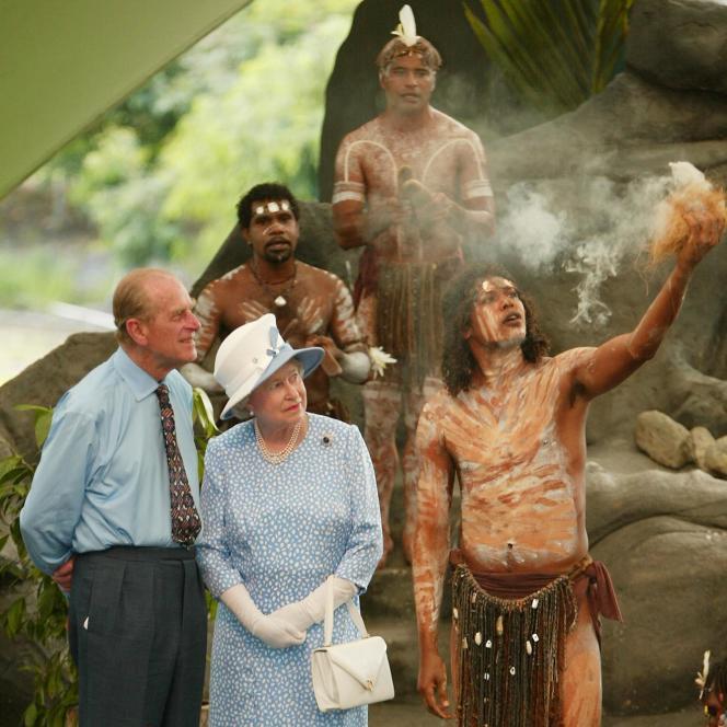 La reine Elizabeth II et le prince Philip, près de Cairn (Australie), en 2002.
