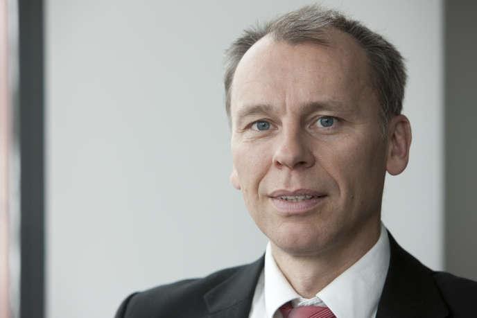 Le directeur du Center of Automotive Management de Bergisch-Gladbach (Rhénanie-du-Nord-Westphalie), Stefan Bratzel.