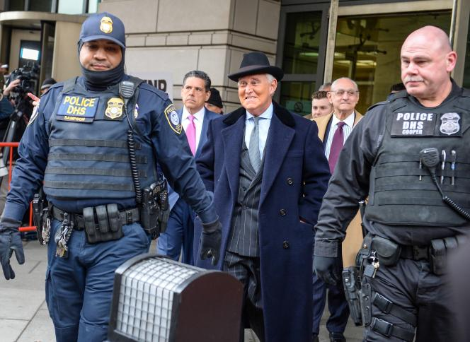 Roger Stone quitte le tribunal après sa condamnation à trois années de prison, à Washington, le 20 février.