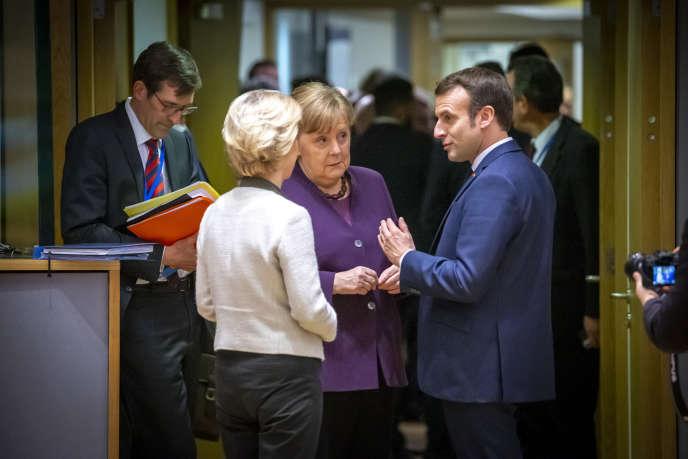 Ursula von der Leyen, Angela Merkel et Emmanuel Macron, le 20 février, à Bruxelles.