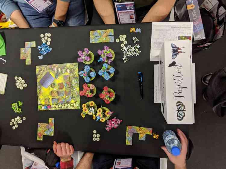 Parmi les tendances notables de l'année écoulée et des jeux présentés au Salon, de nombreux jeux au design onirique et coloré, comme «Root», sélectionné cette année dans la catégorie experts.