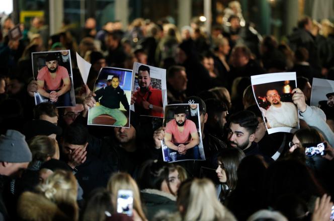 Rassemblement à Hanau (Allemagne), le 20 février 2020, au lendemain de la tuerie dans des bars à chicha.
