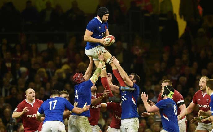 La Fédération française de rugby exige de bénéficier des internationaux pour six matchs, la Ligue nationale et les clubs ne sont d'accord que pour cinq rencontres.