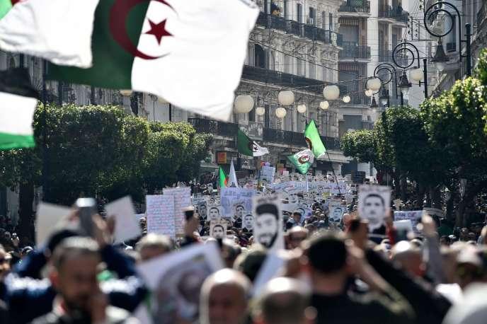 La foule manifeste à l'occasion du premier anniversaire duHirak, à Alger, le 21 février.