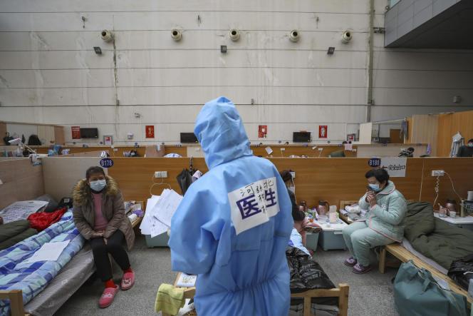 Un médecin chinois dans un des hopitaux de fortune improviés à Wuhan, dans la province du Hubei, le 21 février.