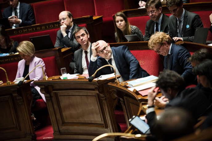 Le ministre de la santé, Olivier Véran, et le secrétaire d'Etat chargé des retraites, Laurent Pietraszewski, àl'Assemblée nationale, le 17 février.