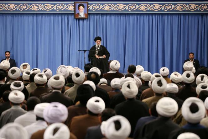 L'ayatollah Ali Khamenei lors de son cours hebdomadaire à des étudiants en théologie à Téhéran, le 23 février.