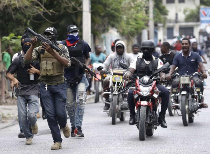 La manifestation de policiers a dégénéré, dimanche 23 février, à Port-au-Prince.