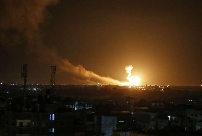 Explosion à Rafah, dans la partie sud de la bande de Gaza, où l'armée israélienne a revendiqué des frappes aériennes, dimanche 23février.