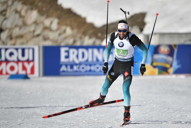 Martin Fourcade pendant le relais 4x7,5 km hommes, lors de la Coupe du monde de biathlon de l'IBU, à Rasen-Antholz (Alpes italiennes), le 22 février.