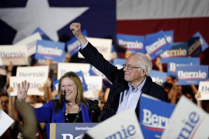 Bernie Sanders, avec sa victoire dans le Nevada, continue sa course en tête pour la nomination démocrate, à San Antonio (Texas), le 22 février.