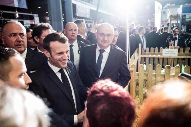 Emmanuel Macron lors de sa venue au Salon de l'agriculture, à Paris, le 22 février.