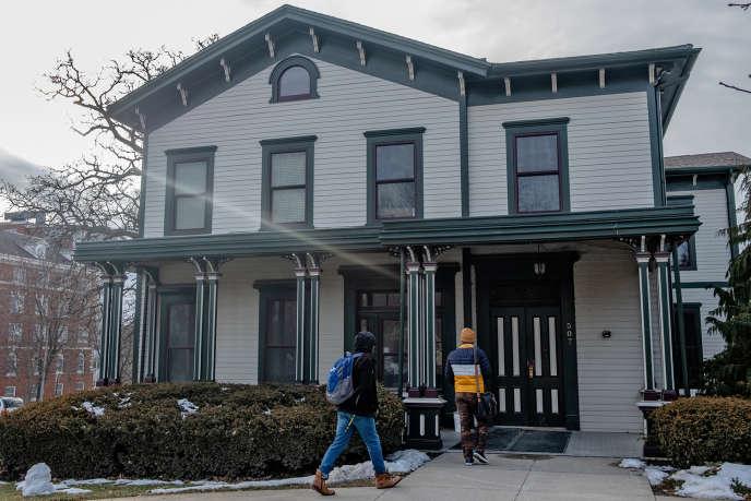 La façade de la Dey House, qui héberge le Iowa Writers'Workshop, à Iowa City.