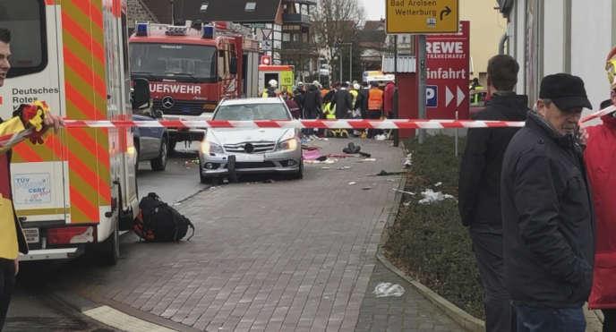 Une Mercedes grise a percuté des dizaines de personnes, dont des enfants. Les motivations du suspect, qui a été arrêté, ne sont pas encore connues.