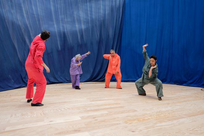 L'une des performances proposées dans le cadre de l'exposition d'Ulla von Brandenburg au Palais de Tokyo à Paris, jusqu'au 17 mai.
