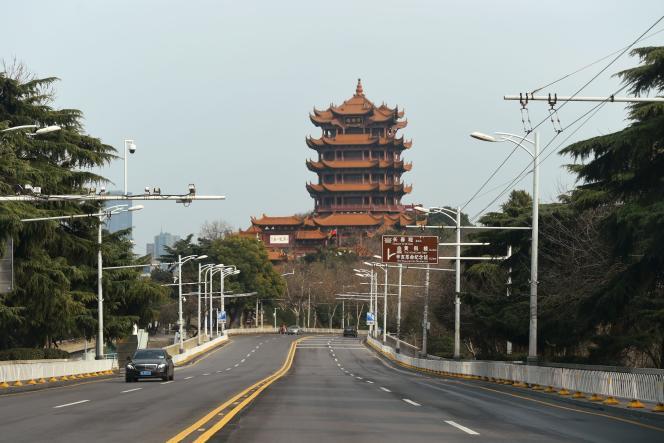 A Wuhan, près de la Yellow Crane Tower, le 24 février 2020.