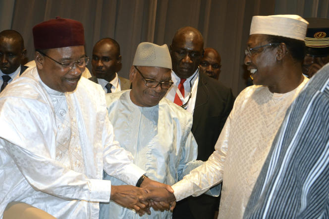 Les présidents du Niger, Mahamadou Issoufou, du Mali, Ibrahim Boubacar Keita, et du Tchad, Idriss Déby, à Niamey, le 15 décembre 2019.