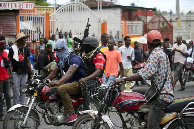 Des policiers dénoncent leurs conditions de travail à Port-au-Prince, Haïti, le 24 février.