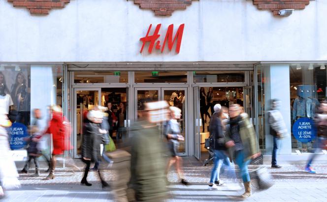 Devant un magasin H&M, à Lille, en 2014.