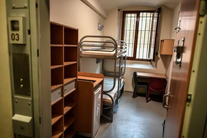Une cellule de la maison d'arrêt de la Santé, à Paris, le 12 avril 2019.
