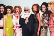 Karl Lagerfeld, directeur artistique de Chanel, en novembre 2000