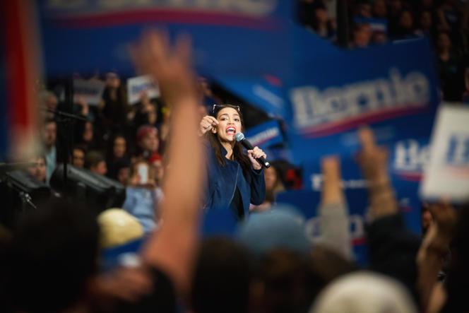 La benjamine du Congrès, Alexandria Ocasio-Cortez - ici, le 10février, dans le New Hampshire - inspire de nombreuses vocations.