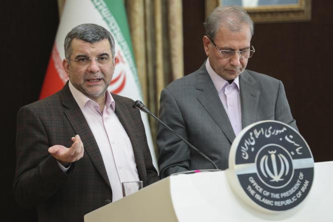 Iraj Harirchi, à gauche.