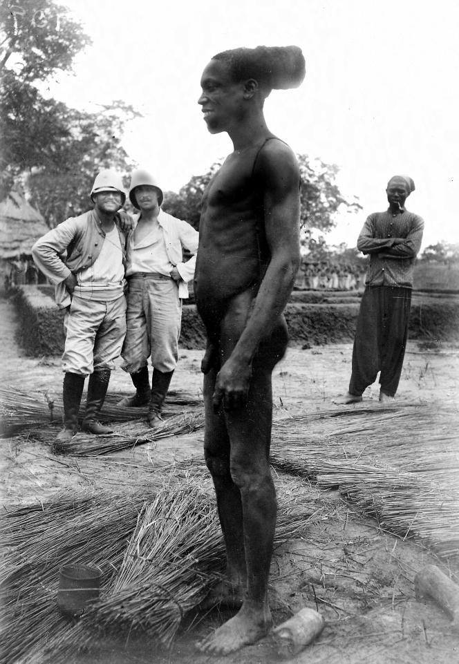 Dans le Haut-Dahomey (actuel Bénin), au début du XXe siècle.