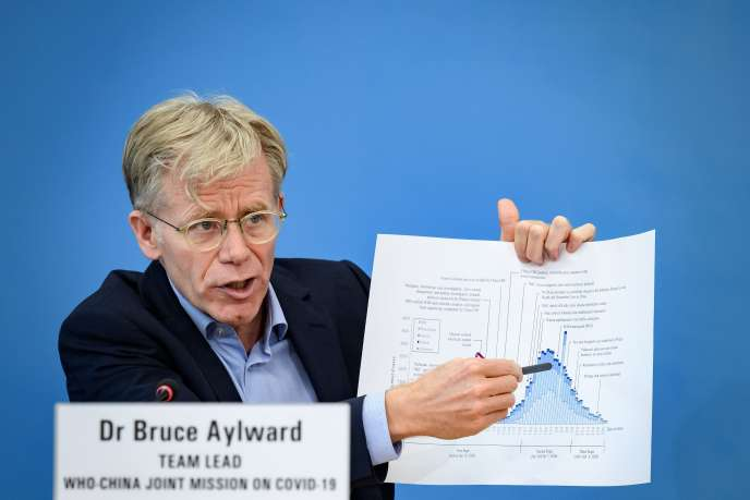 Bruce Aylward, chef de la mission d'observation internationale du coronavirus en Chine, lors d'une conférence de presse àGenève, le 25février.