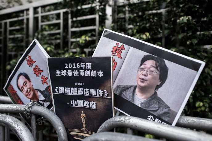 Des photos del'éditeur Gui Minhai (à droite) et de son associé Lee Bo alors disparus, exposées à Hongkong en janvier 2016.