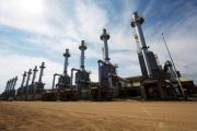 Une installation pétrolière, au sud de Fort McMurray (Alberta), au Canada, en 2013.