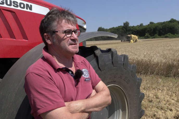 Paul François, «grand céréalier» des Charentes, a décidé de cultiver ses 240 hectares en bio.