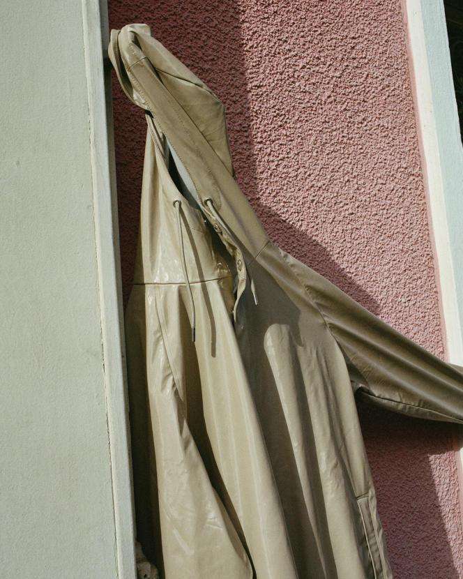 Manteau de pluie en polyuréthane et polyester, Rains, 110 €.