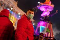 Un homme portant un masque, au carnaval de Nice, le 25 février.