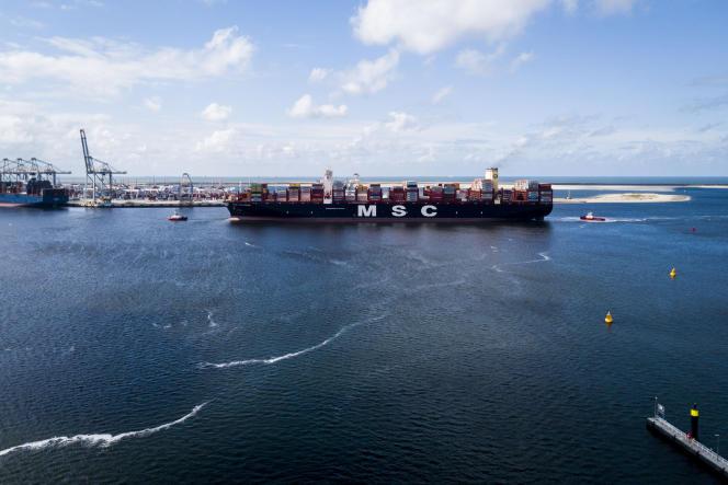 Un porte-conteneurs entre dans le port de Rotterdam, le 3 septembre 2019.