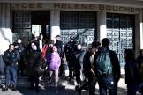 Des policiers appelés en renfort aulycée parisien Hélène-Boucher (20earrondissement), le 6 février.