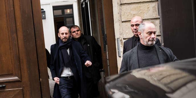 Stanislas Guerini (au centre), délégué général de LRM, à la sortie d'une réunion au siège de son parti, le 15 février à Paris.