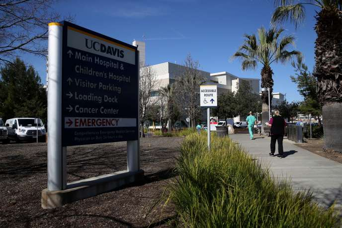 Bệnh nhân được nhập viện vào ngày 19 tháng 2 tại Bệnh viện UC Davis, ở Sacramento, nơi các bác sĩ ngay lập tức hỏi chính quyền liên bang rằng cô đã được xét nghiệm coronavirus, giải thích vào thứ Năm ngày 27 tháng 2 Ami Bera, bác sĩ và dân chủ được bầu với Hạ viện.