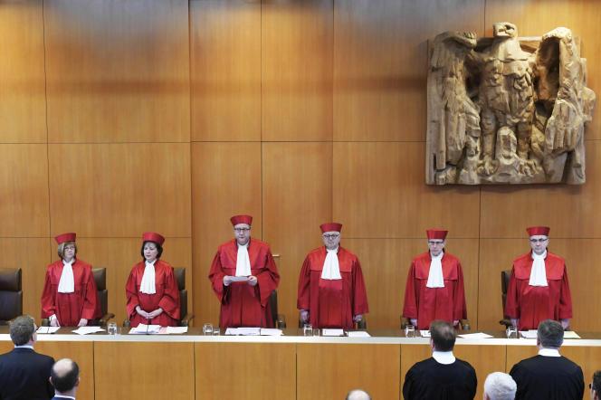 La Cour constitutionnelle fédérale de Karlsruhe annonce la censure de la loi interdisant le suicide assisté en Allemagne, le 26 février.